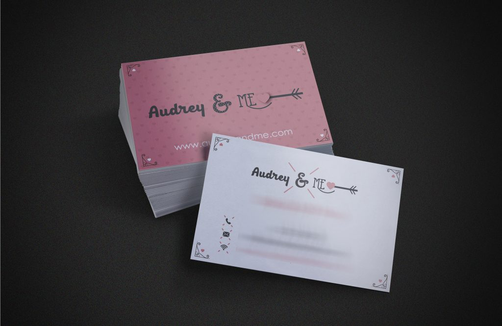 mockap-tarjetas-audrey-and-me_01-desenfocado